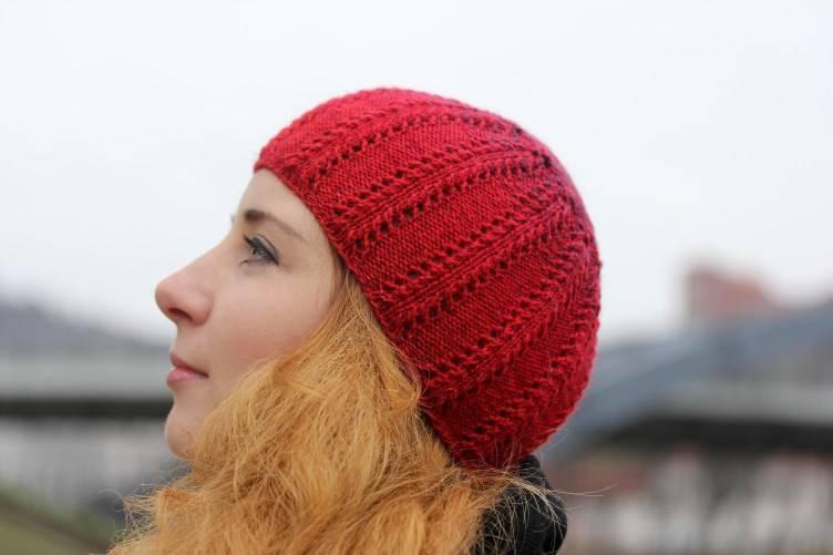 "Megzta, ryški raudona kepurė ""Bruknė"""