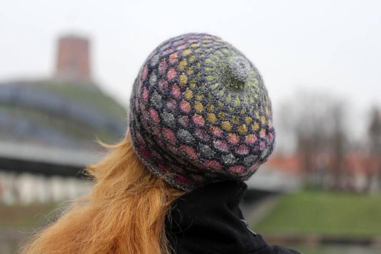 """Megzta šilkinė kepurė """"Vitražas"""""""