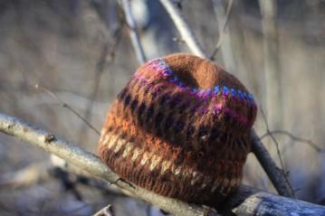 Alpakų vilnos kepurė su tulpių lysvėmis