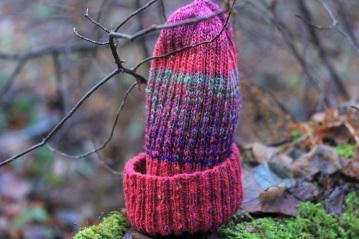 Prisirpusių miško uogų spalvų kepurė vasaros mylėtojams